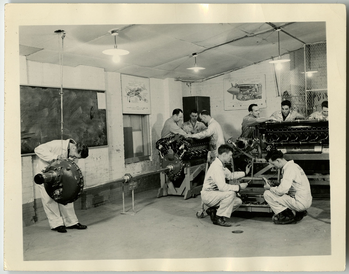 USAC Students Work on Aircraft Engines