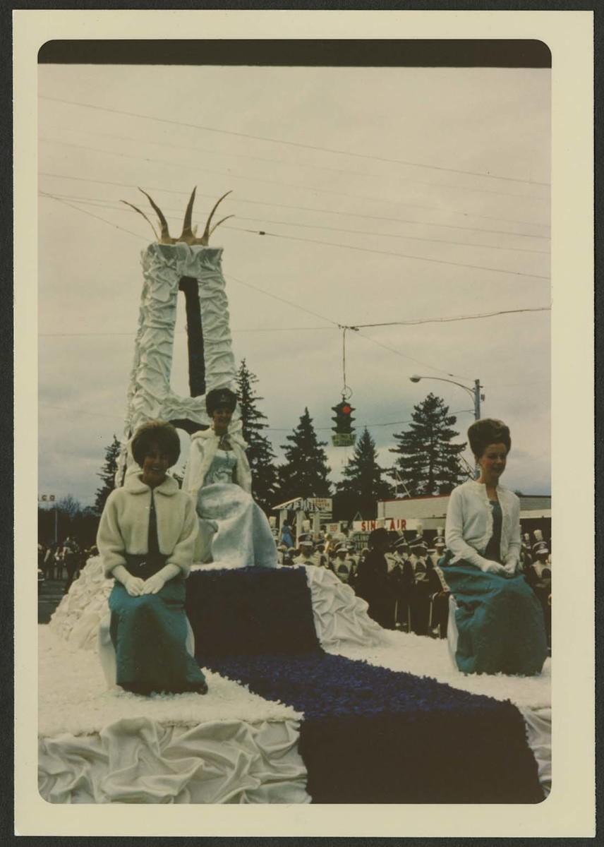 Homecoming royalty parade float, 1969