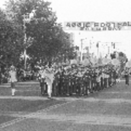Series of photographs of the Homecoming parade, 1976