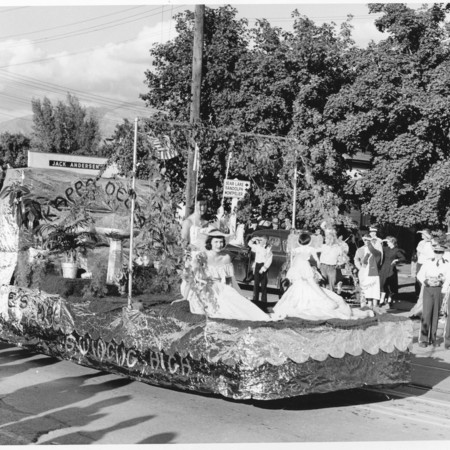Kappa Delta homecoming float: Aggies Are Swinging High, 1956