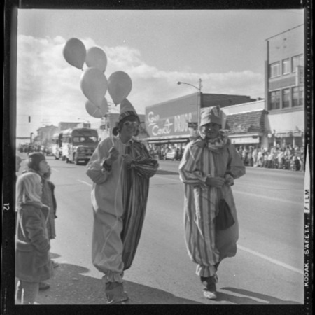 Series of photographs of the Homecoming parade, 1973