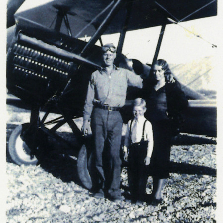 Hansen and family in front of plane