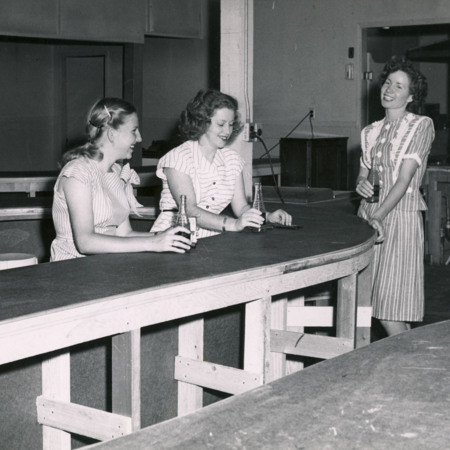 Women drinking sodas in the Temporary Union building, 1947