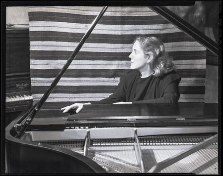 Johana Harris at the Piano
