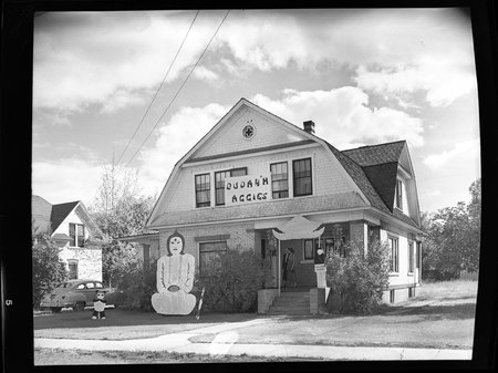 House decorated for homecoming, 1949