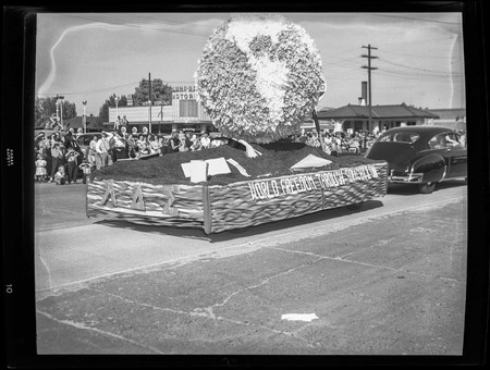 """World Freedom Through Education"" float in the Homecoming parade, 1950"