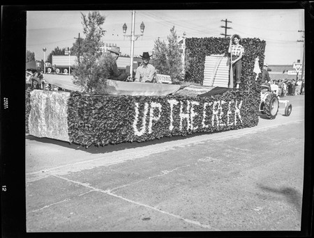 """Up the Creek"" float in the Homecoming parade, 1950"