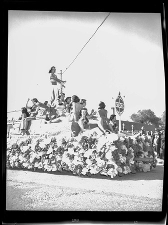 Hawaiian-themed Homecoming parade float, 1948
