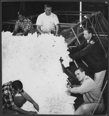Homecoming float construction