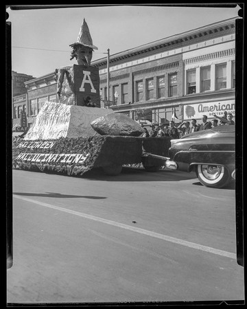Halloween Hallucinations float, Homecoming 1953