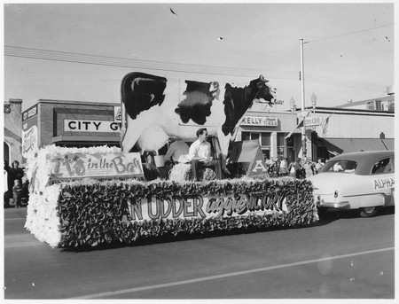 Homecoming parade float: An Udder Aggie Victory, 1956